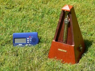 800px-Metronomes_101