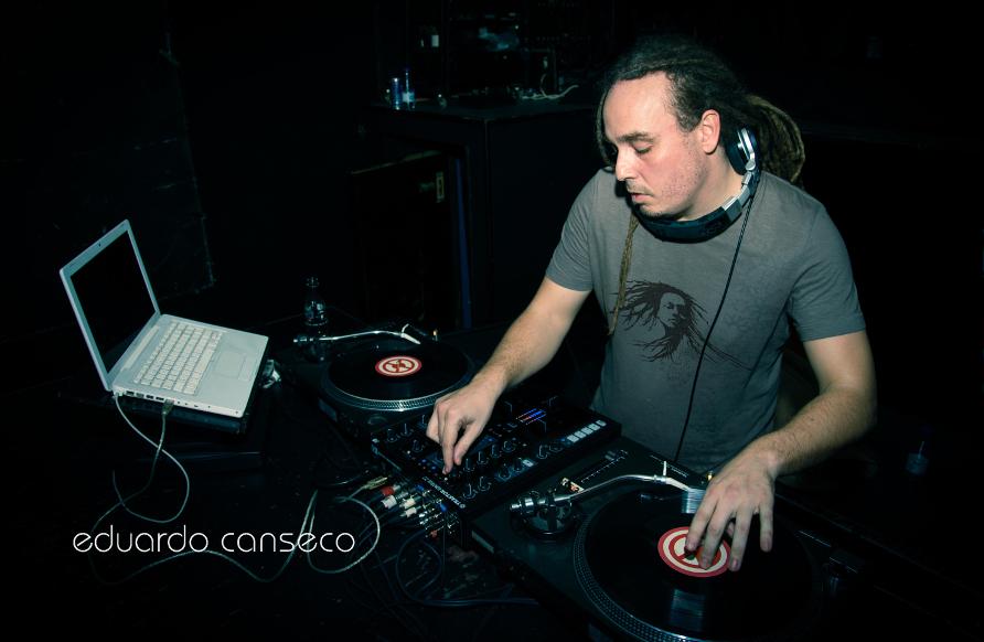 Profesor Eduardo Canseco - Clases de DJ
