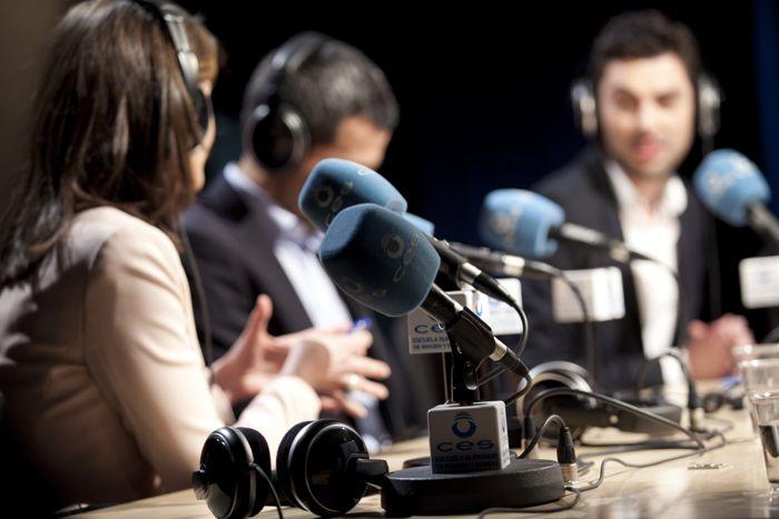 Tertulia entre periodistas en radio